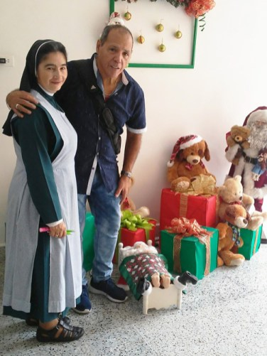 Oscar and nun 1 - Two countries rejoice  as one at Christmastime
