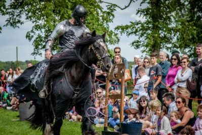 Sulgrave Manor Medieval Jousting Show 2017 - Medieval Tudor Wedding - Jousting Tournament with The Cavalry of Heroes - The menacing Dark Knight