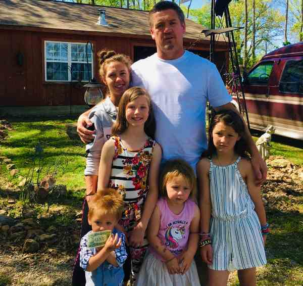 JJ Da Boss and wife Tricia Day along with their four children