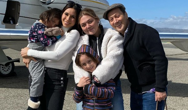 Patricia Schneider, Rob and their daughters