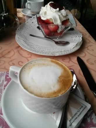 Cappuccino with strawberries and cream