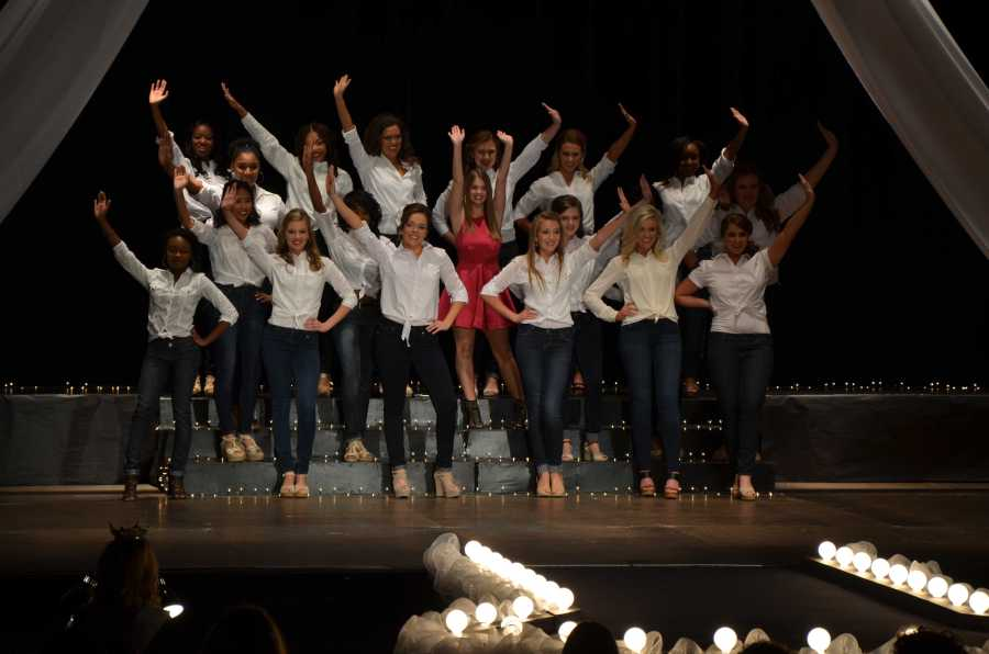 The+contestants+preformed+an+opening+dance+to+the+song+%22Shake+It+Off%22+by+Taylor+Swift.