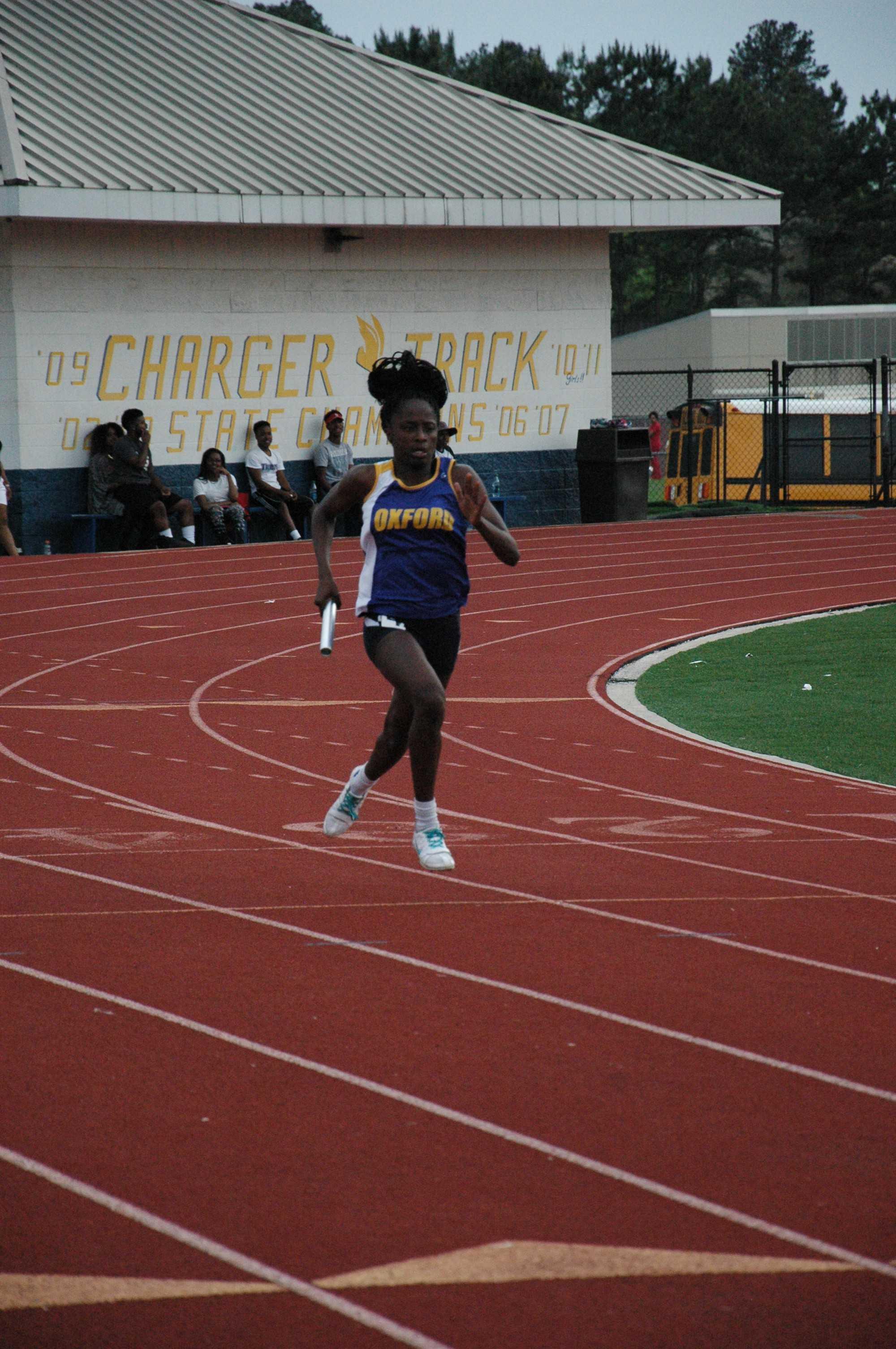 Tiara+King+running+the+girls%27+4x200+meter+relay.