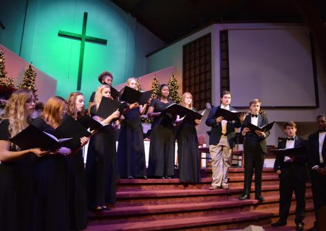 Choir celebrates holidays with concert, performs European carols