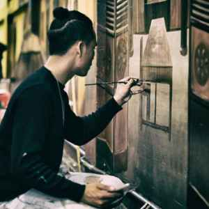 artist painting on wall. Smartphone Art Marketing Video Idea 5: Interactive  Video