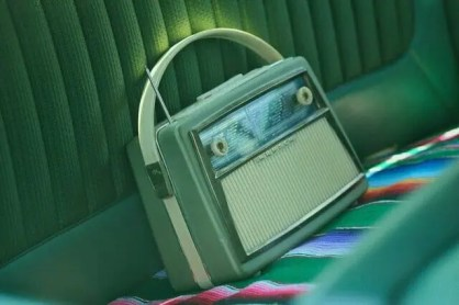 photo of old vintage radio for  Orhan Pamuk post