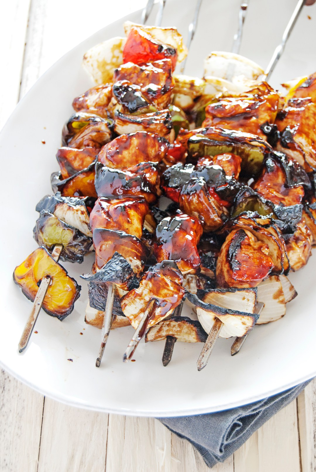 These balsamic BBQ chicken skewers are kabobs filled with juicy chicken, bell peppers, and onions, and glazed with a tasty balsamic BBQ sauce.