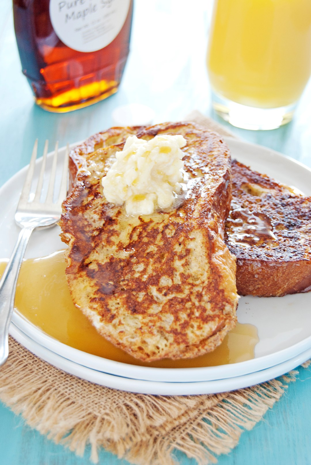 This cardamom spiced French toast is such a winner! It features a spice blend of cinnamon, cardamom, and nutmeg, and is topped with cardamom honey butter.