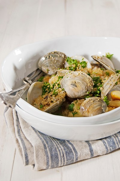 A recipe for crispy pan-fried gnocchi, with fresh clams, white wine sauce, and a crispy panko and parmesan cheese topping.