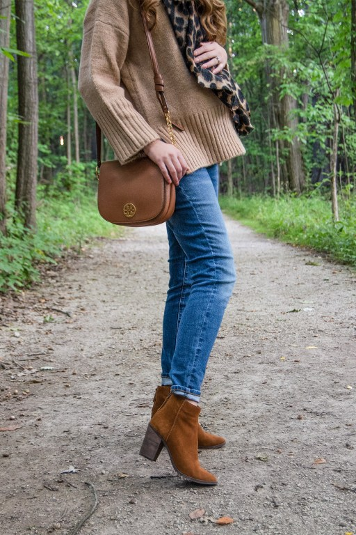 This super soft sweater will be your new favorite autumn sweater! Today I'm pairing it with skinny jeans, a chunky leopard print scarf and a classic baker boy hat for a perfect fall look!