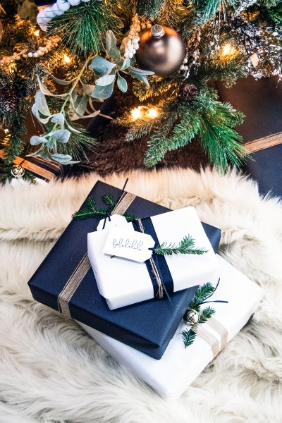 Today I'm sharing my top 15 holiday gift wrapping ideas for you this season! Everything from edible gift tags to natural elements, grab all your gift wrapping inspiration in today's post!