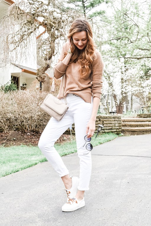 Happy Monday, friends! Today I'm sharing an easy yet elegant casual spring outfit, just perfect for running errands!