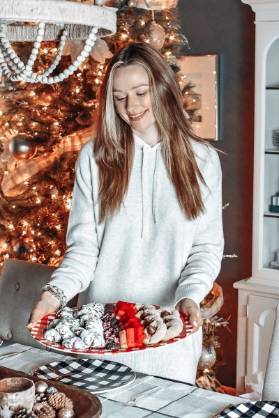 It's the holiday season, and on the blog today I'm sharing all of my must-haves for holiday hosting this year!