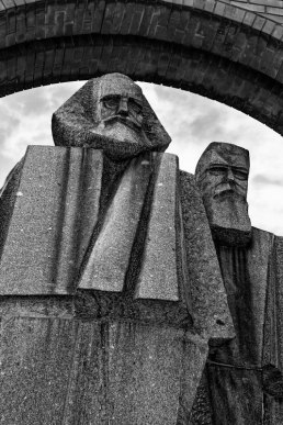 György Segesdi | Marx — Engels (1971). Boedapest | Budapest | Будапешт, 28-09-2011. Granit from Mauthausen, 1971. Original location: V. Jászai Mari tér.