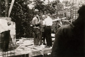 Narkomfin in the construction stage, with Moisei Ginzburg supervising (1929)