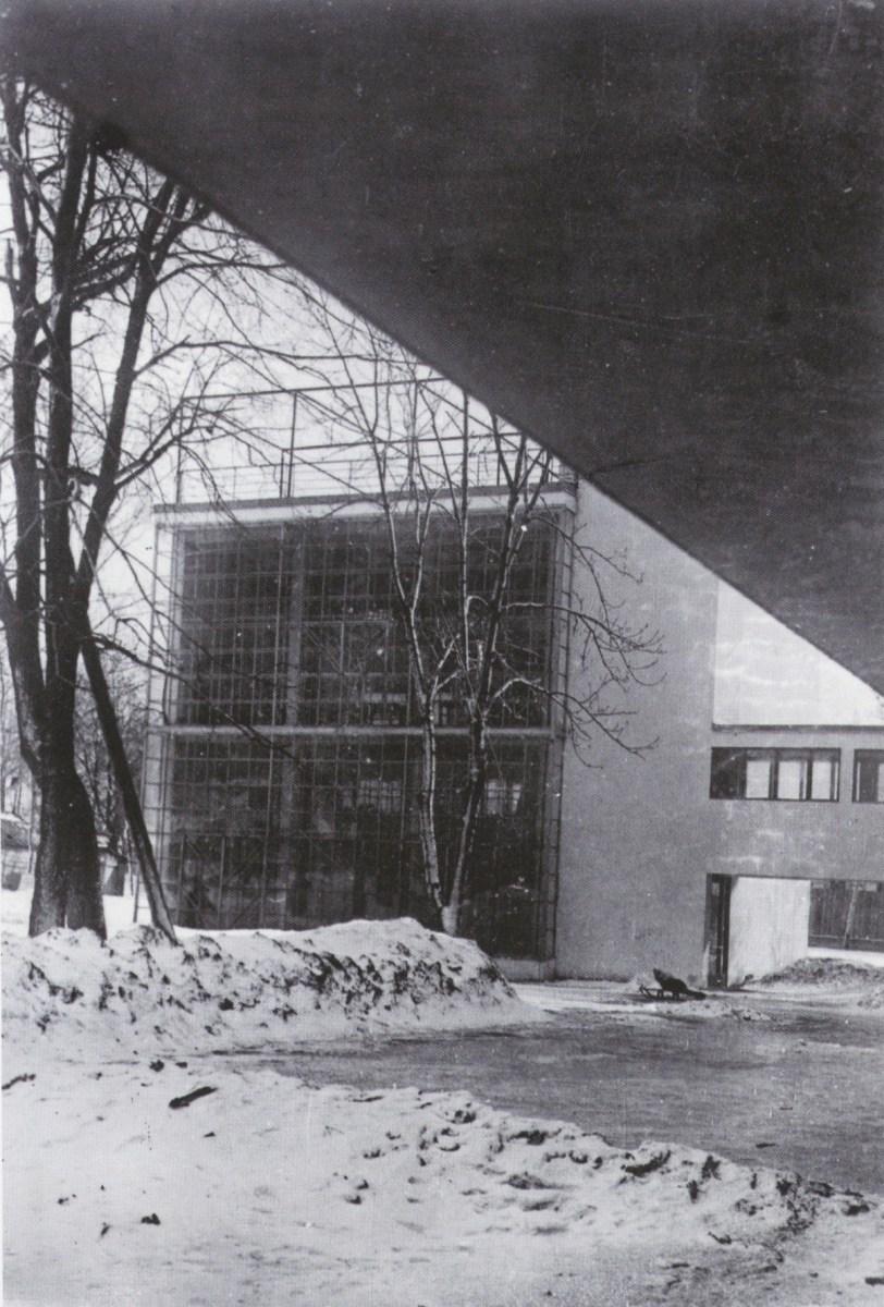Underpass in Moisei Ginzburg and Ignatii Milinis' Narkomfin (1930)