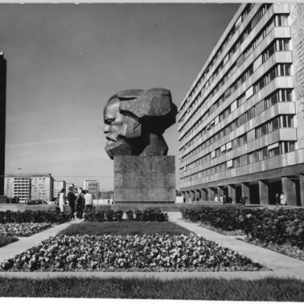 communism is not dead essay Svyatogor, as both a writer and a revolutionary, advocated for full-throttle luxury space communism, and he wanted it right this very second moreover, he wasn't alone.