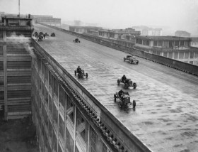 Racecars race atop the Lingotto factory, 1924