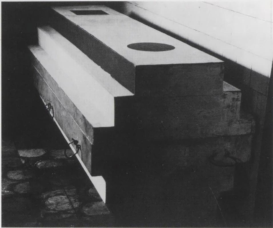 Suetin's arkhitekton coffin for Malevich (1935)
