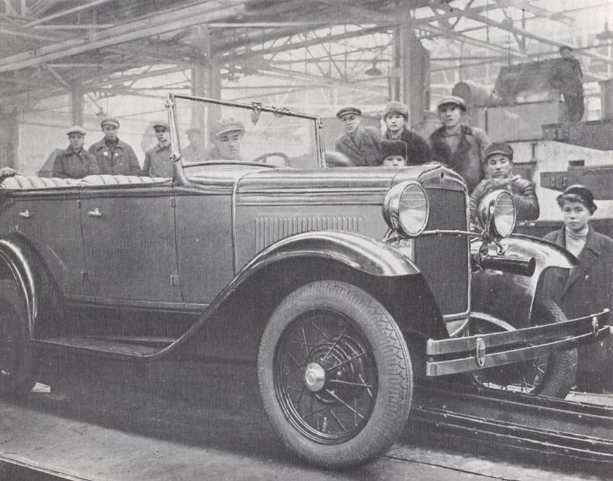 ГАЗ-А первого выпуска на конвейере. 10 декабря 1932 года