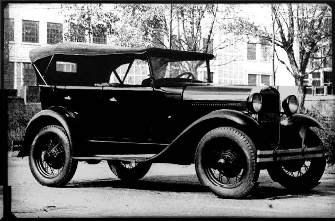 ГАЗ-А — легковой автомобиль среднего класса с открытым 5-местным 4-дверным кузовом типа фаэтон. Лицензионная копия автомобиля Ford-A