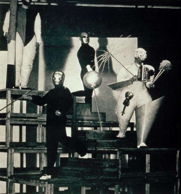 Oskar Schlemmer, Stair Joke: A pantomime. Photo by Erich Consemüller.