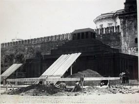 Мавзолей.Строительство-13 Мы думаем, что снимок сделан в 1924 году (направление съемки − south)