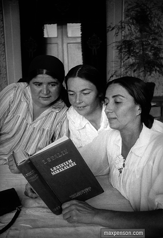 Women reading a book on Leninism