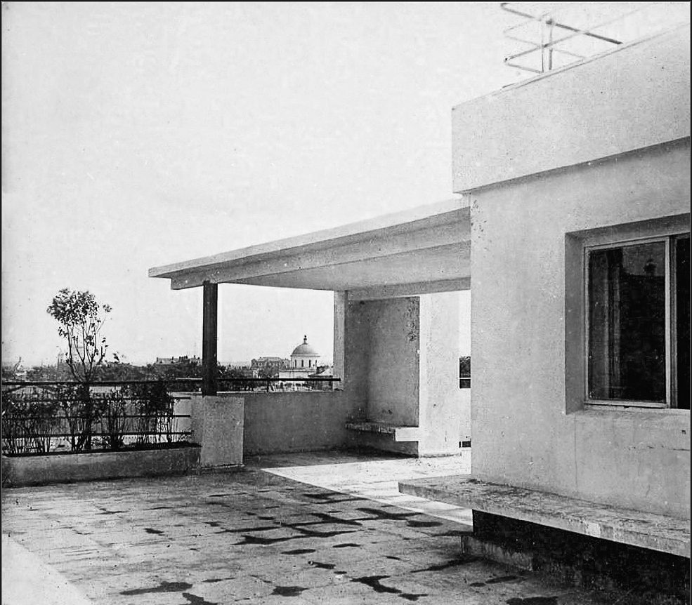 Moisei Ginzburg, Gosstrakh apartment building in Moscow (1926), view from the rooftop, photo 1927