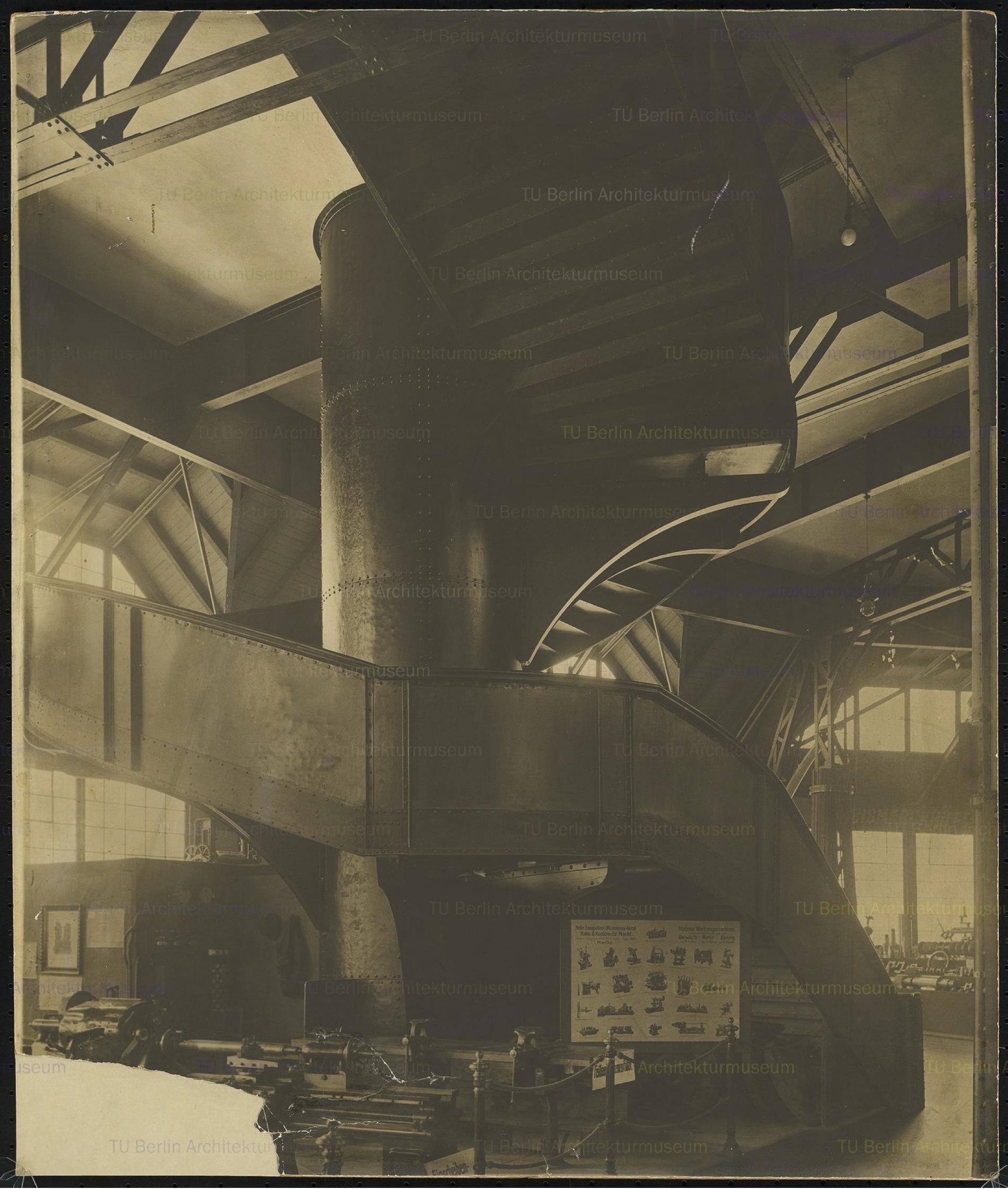 Hans Poelzig (1869-1936) Ausstellungs- und Wasserturm, Posen (1910-1911) Innen, Treppe Foto Foto auf Karton 61,00 x 51,00 cm Inv.-Nr. 2665