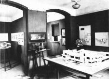 Interieur tentoonstelling interior of exhibilion 'Les Architectes du Groupe De Stijl', Galerie L'Effort Moderne, 15.10 - 15.11.1923 Parijs1