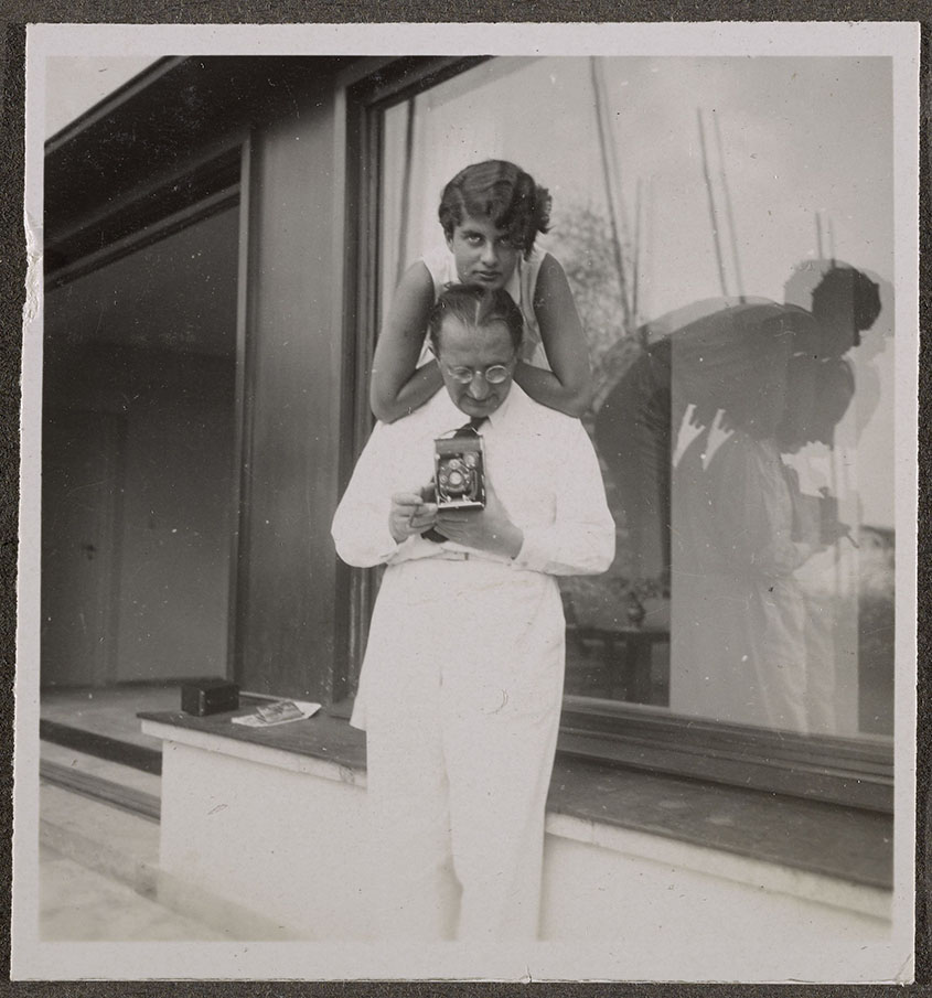 Erich Mendelsohn holding camera, with his daughter, on the terrace of Am Rupenhorn, ca. 1932