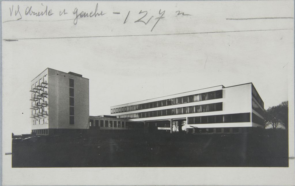Unidentified photographer Bauhaus Building, Dessau, 1925-1926 t