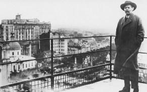 А. М. Горький на крыше изтельства «Известия» 1931