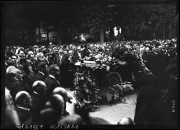 4-8-14, obsèques de Jaurès, le corps devant la tribune -