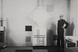 Mondrian-in-his-studio-in-Paris-1933-with