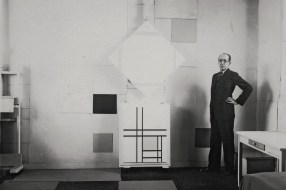 Mondrian-in-his-studio-in-Paris-1933-with