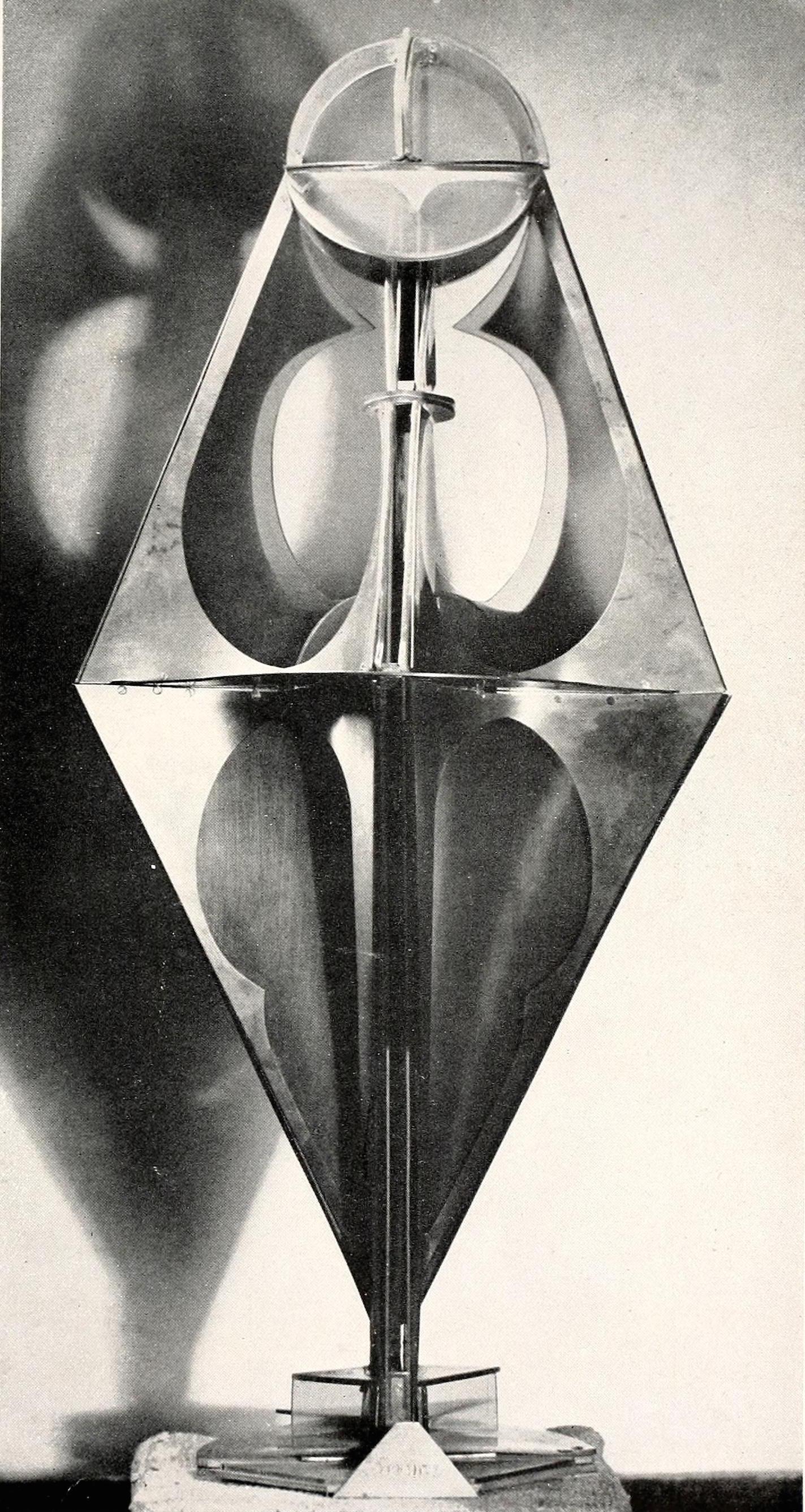 "Antoine Pevsner, dancer (1927-1929), brass and celluloid 31,25"" high"