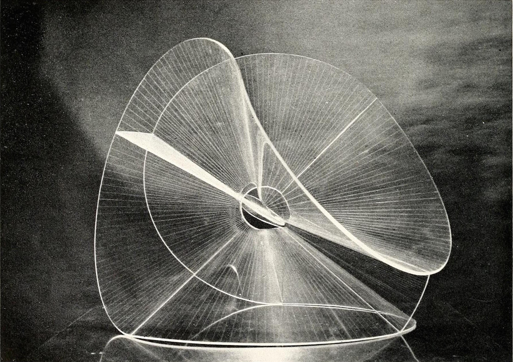 Naum Gabo, translucent variation on a spheric theme (1937), 22,75 inches high