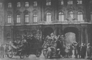 """THE """"THEATRICALISED"""" STORMING OF THE WINTER PALACE"""