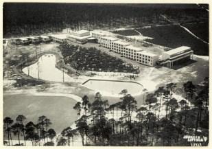 Luftaufnahme der Bundesschule des Allgemeinen Deutschen Gewerkschaftsbundes (ADGB) in Bernau (1928–30).