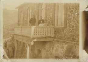 Маяковский с родителями и А.С. Дреером. Багдади. 1900