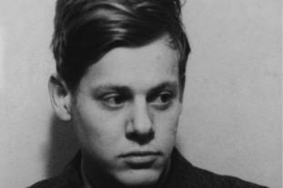 Outre la collection d'articles, les archives du « Soir » gardent cette photo, format document d'identité, de ce jeune collaborateur qui allait fuir la Belgique et trouver le succès aux États-Unis