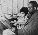 a-doting-father-he-read-to-his-elder-daughter-julia-almost-every-day-she-was-three-when-this-picture-was-taken-in-1945