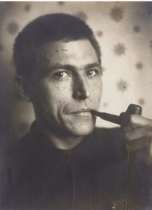 klutsis-gustav-self-portrait-1-photographs-sothebys-l08431lot3q7n7en