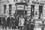 a-group-of-communist-sympathizers-vienna-1927-reich-stands-third-from-left