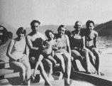 swimming-at-the-austrian-lakes-about-1928-from-right-richard-sterba-annie-reich-and-reich-holding-eva-with-two-members-of-sterbas-family