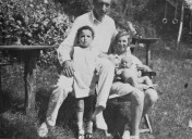 wilhelm-and-a-nnie-reich-with-eva-and-lore-summer-1928