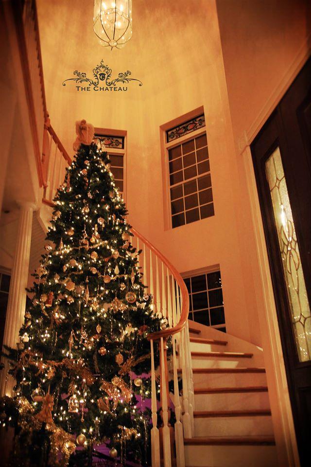 Christmas decorations at The Chateau! post thumbnail