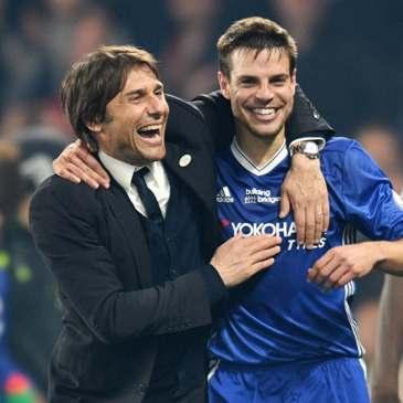 Cesar Azpilicueta celebrates a Chelsea victory with Chelsea manager Antonio Conte.